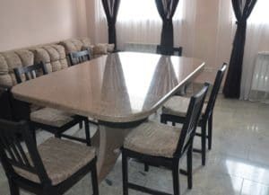 Как выбрать кухонные обеденные столы